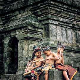 Candi & Child by Shisk Aconk - People Portraits of Men ( indonesian, children, heritage, culture )