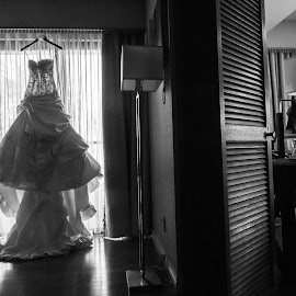 While in the morning by Yansen Setiawan - Wedding Getting Ready ( bridal dress, black and white, wedding day, weddings, wedding, asian wedding, getting ready )