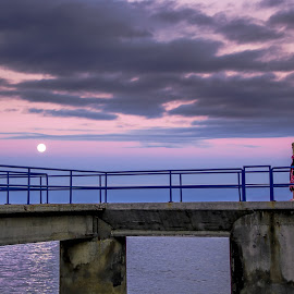 Promise her the moon. by Rubina Delgado - People Street & Candids ( nigh, moon, portugal, people, moonlight )