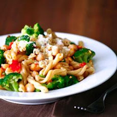 Whole Wheat Gemelli with Broccoli, Chickpeas and Hot Pepper Garlic Sauce