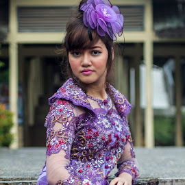 The Violet Dress by Syahid Kesuma - People Fashion ( kebaya ungu, smile model, dress, violet, kebaya,  )