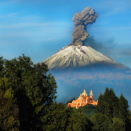 Popocatepet smoking by Cristobal Garciaferro Rubio - Landscapes Mountains & Hills ( cholula, popo, mexico puebla, popocatepetl, snowy volcano, smoking volcano )