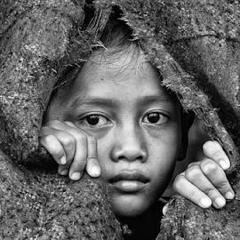 Dibalik tirai mimpi by Djeff Act - Babies & Children Child Portraits ( black and white, indonesia, moody, children, people )