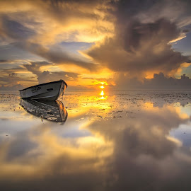 gold of sanur by I Made  Sukarnawan - Landscapes Sunsets & Sunrises ( bali, sunset, beach, sunrise, landscape, golden hour )