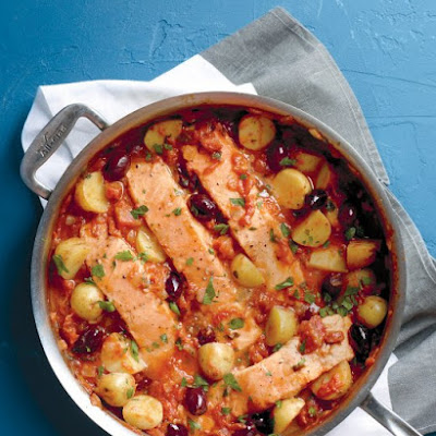 Salmon and Potatoes in Tomato Sauce