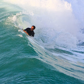 The Waves Love Me by Renato Marques - Sports & Fitness Surfing ( love, water, surfing, sports, sea, bodyboard )