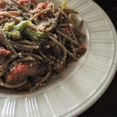 Spaghetti With Sun-Dried Tomatoes and Broccoli