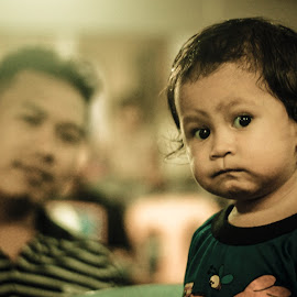 by Ezam Salih - People Family ( child, potrait, family, clueless, emotion )