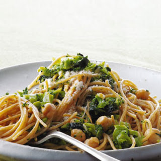 Whole-Wheat Spaghetti with Broccoli, Chickpeas, and Garlic