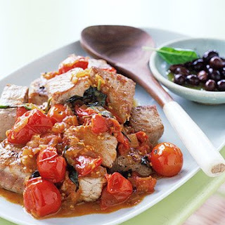 Seared Tuna with Tomatoes and Basil