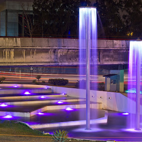 Fountains of light by Andro Zeledón - City,  Street & Park  Street Scenes ( fuente de la hispanidad, larga exposición, san jose, san pedro, costa rica, long exposure, andro, foto calle, street photography )