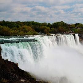 Niagara Falls by Thomas Barr - Landscapes Waterscapes