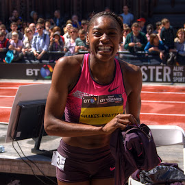 Perri Shakes-Drayton by Stephen Hall - Sports & Fitness Running ( track and field, uk, athletics, shakes-drayton, manchester, athlete )