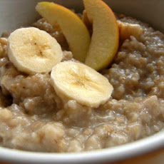 Breakfast Oatmeal With Banana and Apple
