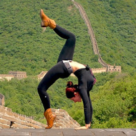 Contortionist on the Great Wall of China by Alexis Baranoff - People Body Art/Tattoos