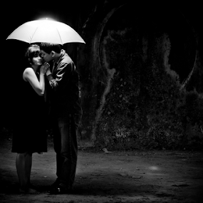 L-O-V-E by Rully Kustiwa - People Couples ( black and white, strobist, umbrella, couple, canon eos,  )