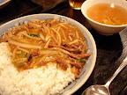 【渋谷ランチ】牛肉のあんかけご飯(華園)