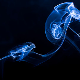 Smoke Pattern in light by Nikki Panie - Abstract Light Painting ( smoke art, smoke photography )