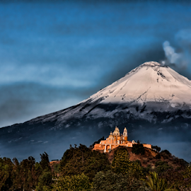 Popocatepetl, well capped by Cristobal Garciaferro Rubio - Landscapes Mountains & Hills ( cholula, volcano, popo, mexico, puebla, volcanoes, snowy volcano )
