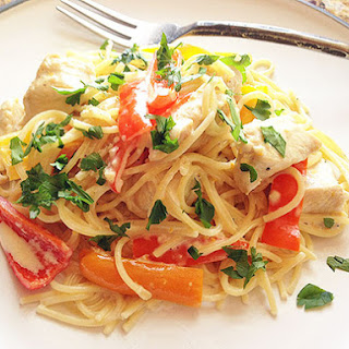 Spaghetti With Chicken and Bell Pepper in Sherry Lemon-Cream Sauce