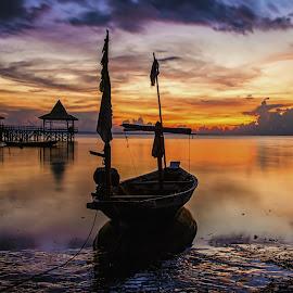 Perahu nelayan by Agus Sudharnoko - Transportation Boats