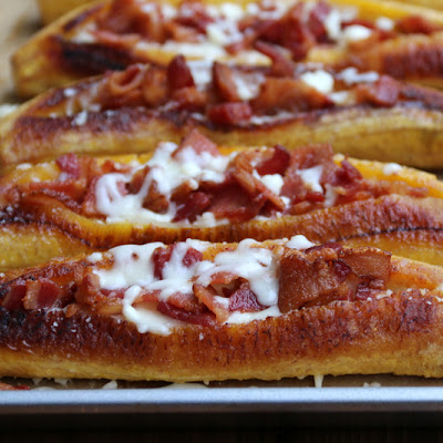 Bacon and cheese stuffed ripe plantains {Canoas de plátano con tocino y queso}
