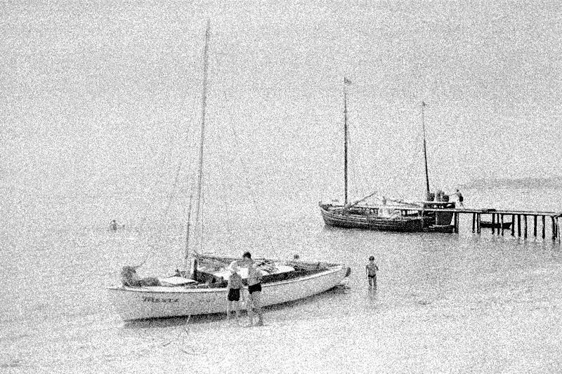 Яхта Мечта у восточного берега о.Березань. 1966г.