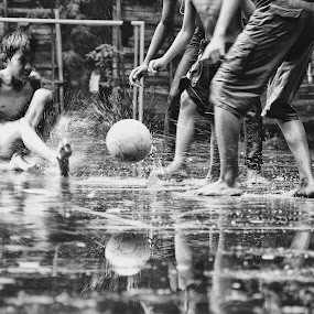 Ball Ball'an.. by Cibo Heriansyah - People Street & Candids ( child, ball, speed, streets, people )