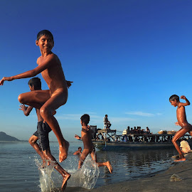 Fun by the river side by Anupam Goswami - People Street & Candids ( anupam, street & candids, sunset, goswami, guwahati, people, river )