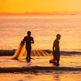 catch fish by Harold Buyung - People Street & Candids ( #landscape, #nature, #culture, #indonesia, #papua, #people )