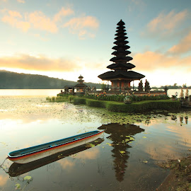 Pura Ulun Danu Beratan in the Morning by Kangdeden Tea - Buildings & Architecture Statues & Monuments