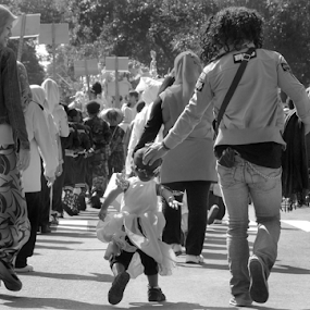 come on boy by Ngatmow Prawierow - People Street & Candids ( canon, streetphotography, black and white, indonesia, father and son, candid, banjarnegara )