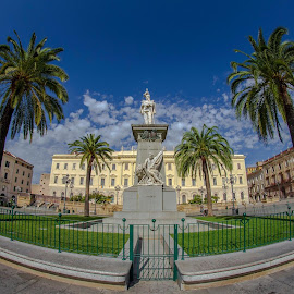 Due passi in Piazza! by Stefania Loriga - Buildings & Architecture Statues & Monuments