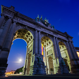 Cinquantenaire and the rising of the moon by Logan Vendrix - Buildings & Architecture Statues & Monuments ( exposure, moon, night, long, cinquentenaire, brussels )