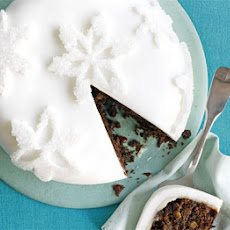 Sugar-dusted Snowflake Cake