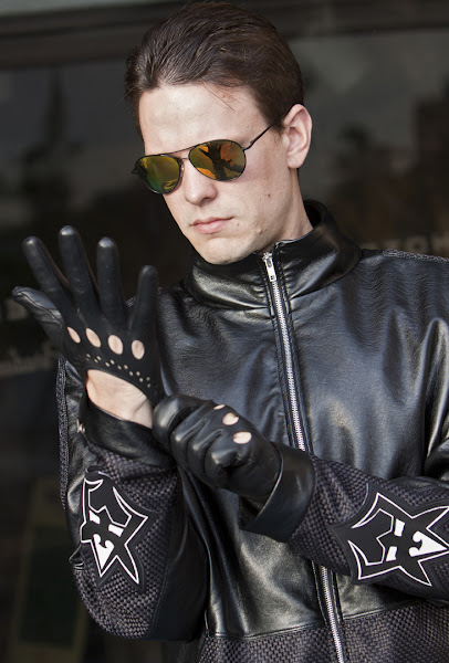 """Jay Clift as """"General Smog"""" in """"Repair Man"""".  Costume by Enigma Arcana.  Bettina Strauss photo (www.best-foto.com)"""