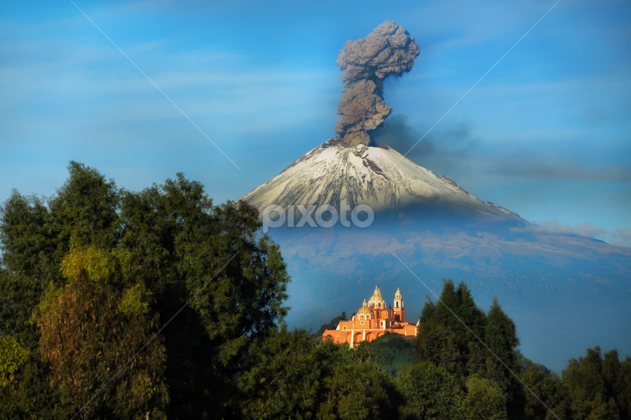 Popocatepet smoking by Cristobal Garciaferro Rubio - Landscapes Mountains & Hills ( cholula, popo, mexico puebla, popocatepetl, snowy volcano, smoking volcano )