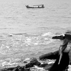 that boat.. by Dwi Ratna Miranti - Black & White Portraits & People
