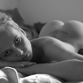 blond on bed by Catchlights Fotografie - Nudes & Boudoir Artistic Nude ( sexy, nude, bed, naked, artistic, butt, ass, tattoo, seduce, sensual )