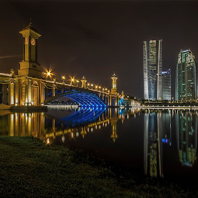Seri Gemilang Bridge - Putrajaya by Rose Roses - City,  Street & Park  Night (  )