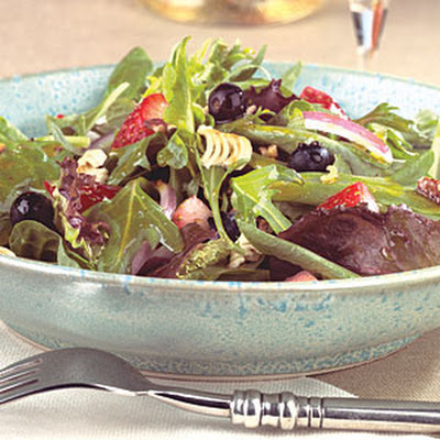Crunchy Pecan Greens with Fresh Berries