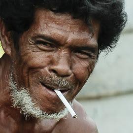 everybody call him the white beard by Bob  Matkodak - People Portraits of Men