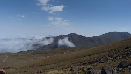 Iran Sabalan drumul spre varf vazut dinspre Yarpakh Daghi