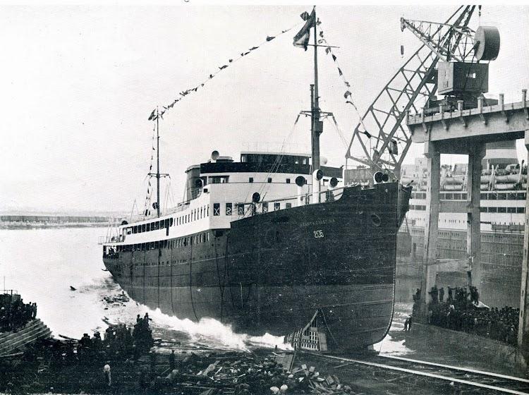 Botadura del INFANTA CRISTINA en los astilleros de Cantieri Navale Triestino. De la Revista The Shipbuilder. Junio de 1929.JPG