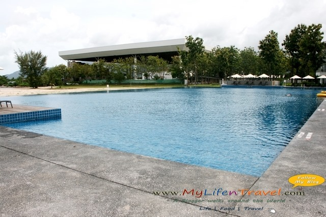 Four points by sheraton swimming pool