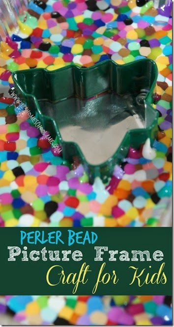 EASY Melted Bead Picture Frame Craft for Kids - fun to make Christmas crafts kids!!  This Christmas crafts easy makes a great Christmas crafts kids gifts for grandparents. Easy Christmas craft preschool, toddler,  kindergarten, first grade, 2nd grade, 3rd grade,and 4th grade kids to make. (perler beads Christmas, melted pony beads crafts)