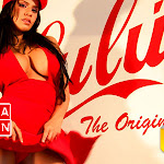 Andrea Rincon, Selena Spice Galeria 56 : Camiseta Blanca, Gorra y Tanga Roja – AndreaRincon.com Foto 39