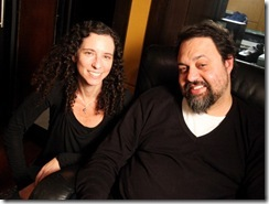 diretora Daniela Broitman e o músico Marcelo Yuka
