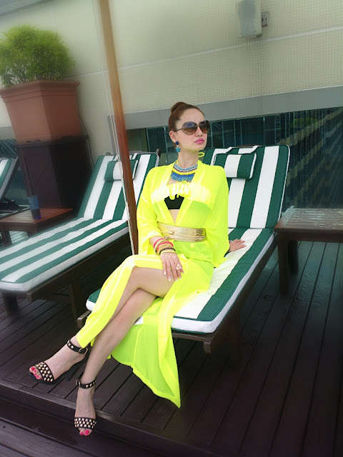 Neon H&M Kimono cover-up for a Retro Bikini - Poolside Glamour