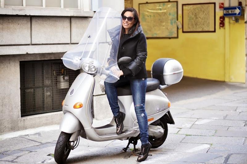 outfit-streetstyle-vespa-fashion-blogger-blogger-italia-seventy-coat-cult-mocassini